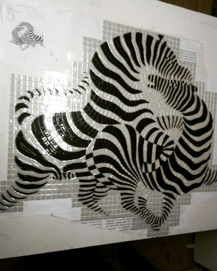 Оп-арт Виктора Вазарели.  Панно выполнено студией МозаикАРТ, в Римской технике(колка) из стеклянной мозаики испанского производства. Предназначена данная работа для оформления одной из стен в хамаме. #mosaico #mosaicart #glass_mosaic #mosaicart_kyiv #desingart #kyiv #desing #mosaic #студия_мозаики #мозаичное_панно #op_art #Victor_Vasarely