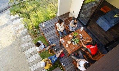 戸建てでもマンションでも、あると嬉しいバルコニーやテラスですが、近年ではその在り方が見直され、外の空間も生活の一部として密接に取り入れるような事例が増えています。では、2016年はどのようなアウトドアスペースが人気だったのかランキング形式で見てみましょう!