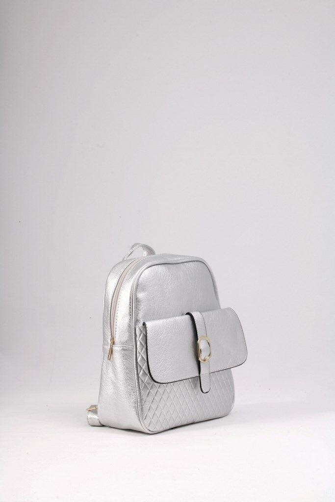 Σακίδιο πλάτης ασημένιο με καπιτονέ μπροστινή τσέπη. ΚΩΔ.: 117.036 ΤΗΛ: 2510 241726