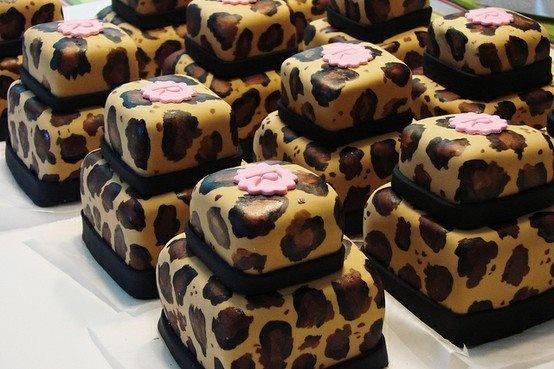 Leopard Mini Brownie Cakes. So stylish!