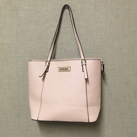 Kardashian Kollection Nude Tote Bag Nude tote handbag from Kardashian Kollection in nude-peach. Like new, lightly used. Make an offer!✨ Kardashian Kollection Bags Totes