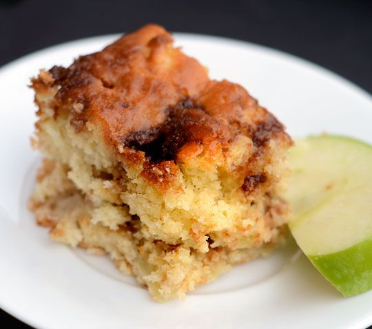 Apple Yogurt Cake with a Cinnamon-Sugar StreakRecipes from The Kitchn: Apples Yogurt, Small Bites, Cinnamon Sugar Streaks, Yogurt Cakes, Recipes, Cinnamon Apples, Moist Cakes, Apples Cakes, Apples Treats