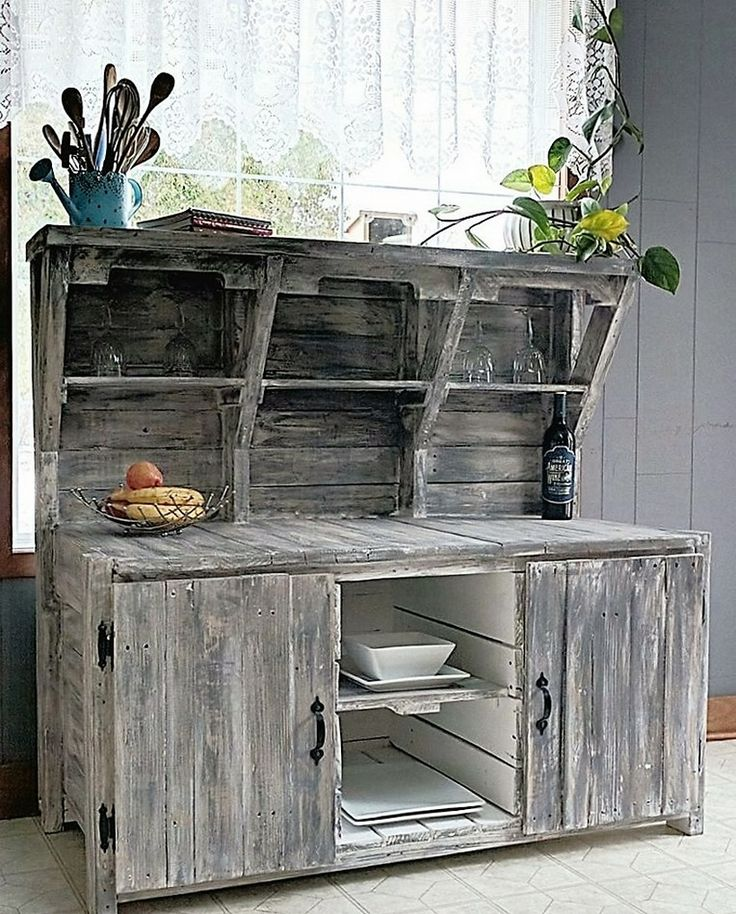 Again this vintage wooden pallet creation couldn't be acceptable and workable for many, but the ones who really realize the importance of such artistic creations would just love to grab this piece. Try placing it in some of your far house, or maybe some other extra place where you need these wooden installations to fill in the area.
