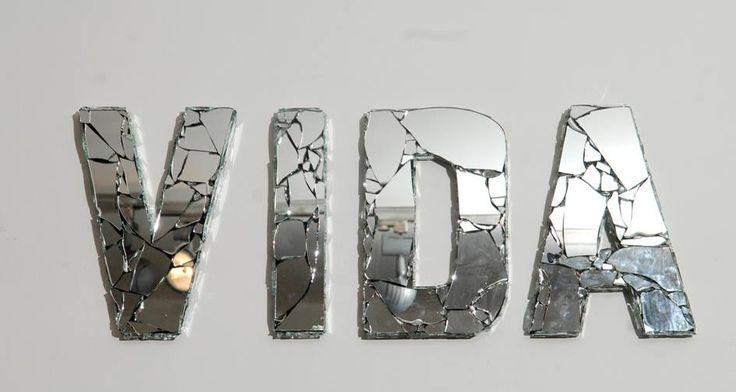Daniel Ontiveros Espejos rotos y telgopor tamaños variables
