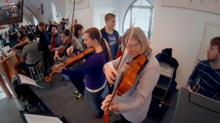 http://heidelberger-fruehling.de Flashmob in Heidelberg: Beethovens 9. Sinfonie in der zeugheus-Mensa. Am 5.2.2015 überraschten die Musiker vom Collegium Mus...