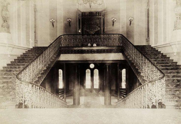 Krisztina körút 55., a Karátsonyi-palota (lebontották) lépcsőháza. A felvétel 1895-1899 között készült. A kép forrását kérjük így adja meg: Fortepan / Budapest Főváros Levéltára. Levéltári jelzet: HU.BFL.XV.19.d.1.11.071