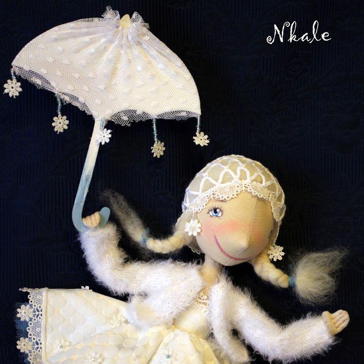 Я долго не могла понять - на чем, все-таки летают Снежинки? На маленьких снежных крылышках? Но тогда они могли попробовать летать проти...