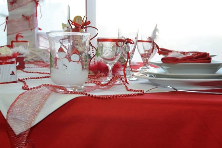 Une d co de table en rouge et en blanc pour no l table for Table noel rouge