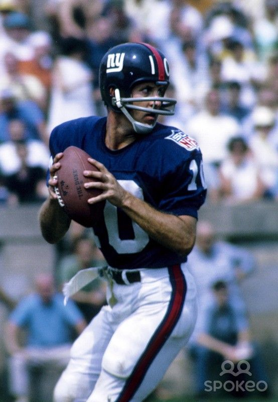 New York Giants quarterback Fran Tarkenton (10) in action during the pre-season against the New York Jets at the Yale Bowl.