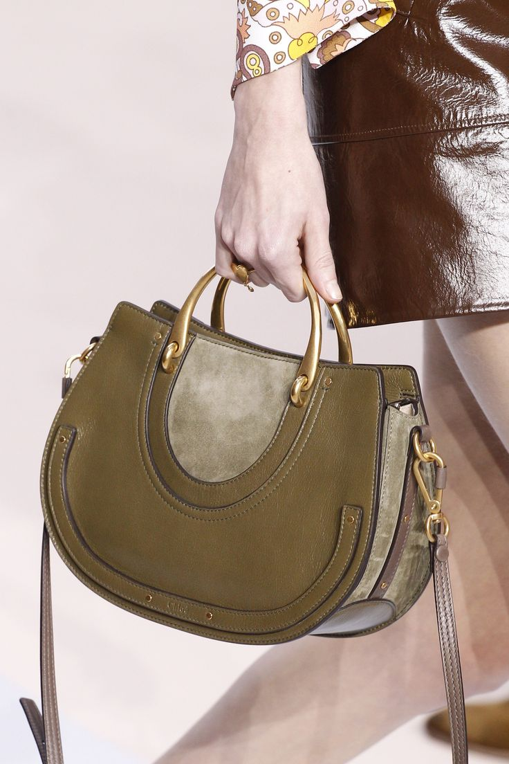 See detail photos for Chloé Fall 2017 Ready-to-Wear collection.