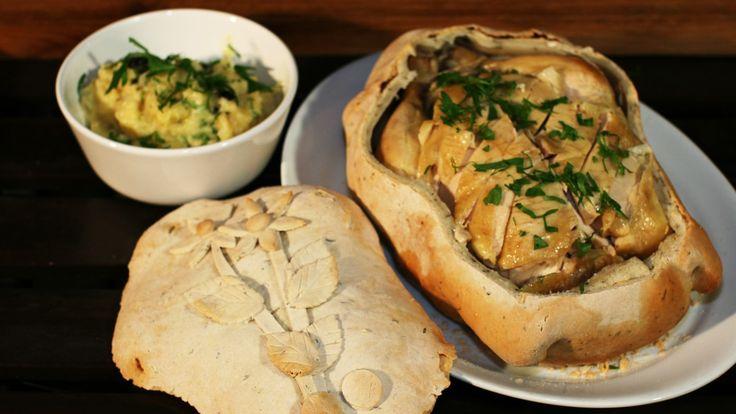 Urtetrolldeigen eller saltdeigen skal ikke spises, men fungere som en stekepose. Sånn kan man ta vare på alle smakene, og man får en veldig saftig og mør kylling.