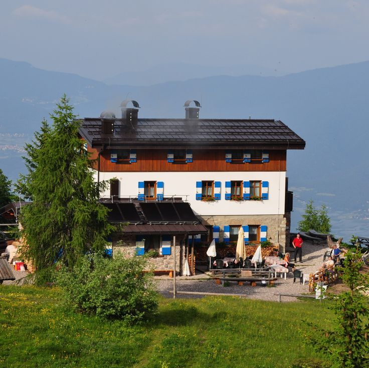 Mountain Hut, Refuge in the Brenta Dolomites with rooms for 2-6 people, in lovely green part of the Brenta Dolomites. Also suited for families.