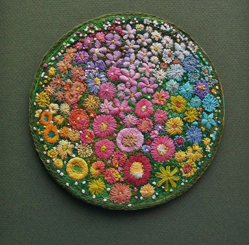 Another amazing floral circle by Dozydotes.