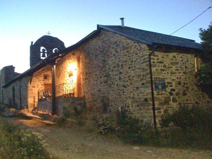 Albergue de peregrinos parroquial Domus Dei, Foncebadón, León, Camino de Santiago