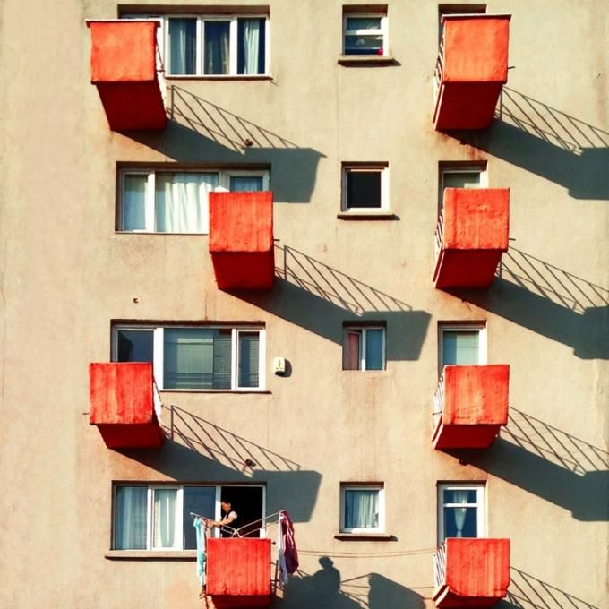 An apartment in Sisli district. Photography © by Yener Torun. Click above to see larger image.
