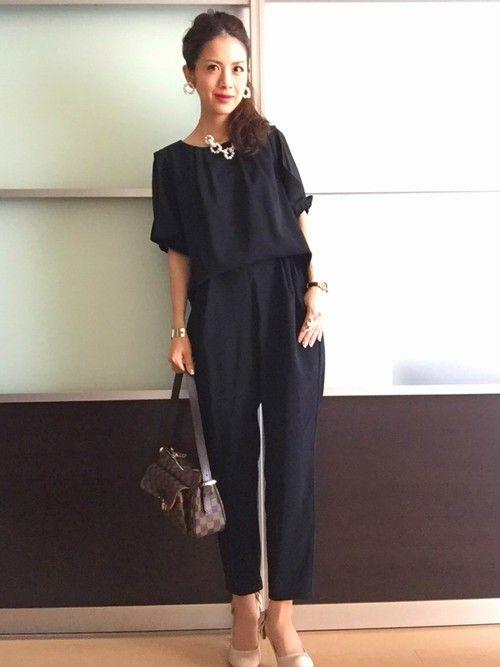 今日は友人の結婚式へ❤️ ブラックのオールインワンは、 袖のデザインがお気に入りLove。 フォーマ