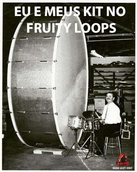 Eu e meus kit de bateria #cratediggers #vinyl #808 #drumkit #drums #underground #radio #hiphop #realhiphop #dj #turntablism #beats #production #vinil by dj_jazzyjoint http://ift.tt/1HNGVsC