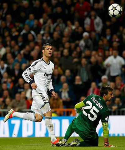 Real Madrid's Ronaldo vs Galatasaray