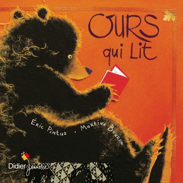 C'est l'automne et Ours lit, adossé à un arbre. C'est assez étonnant pour que tous les animaux de la forêt viennent lui demander ce qu'il lit. C'est une liste de noms des bêtes que l'ours doit manger ce jour. Et bien entendu, le nom du curieux y est toujours inscrit. Avec ce drôle d'appât, l'ours se fait un gueuleton d'importuns, à savoir le renard, le loup, le sanglier... jusqu'à tomber sur plus malin que lui...