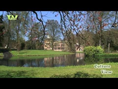 Rosendael Castle - Kasteel Rosendael Kasteel Rosendael ligt in het Gelderse dorp Rozendaal, aan de rand van nationaal park Veluwezoom. Het is een van oorsprong laat middeleeuws kasteel, dat door de hertogen van Gelre werd gebouwd