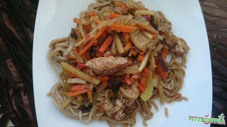 Kínai zöldséges csirkés tészta