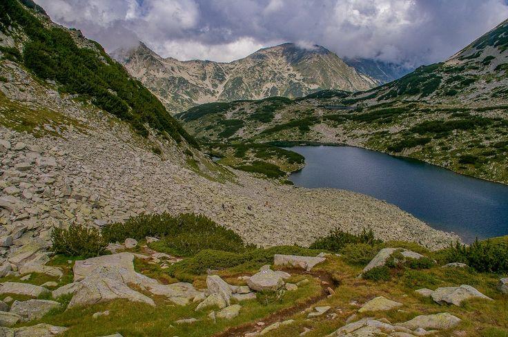 Riła i Pirin, dwa malownicze sąsiadujące ze sobą pasma górskie w Bułgarii. Najważniejsze infomacje, mapa online, opis szlaków.