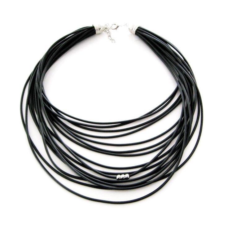 Gummihalsband med 3 stålkulor. Rubber necklace with 3 steelbeads