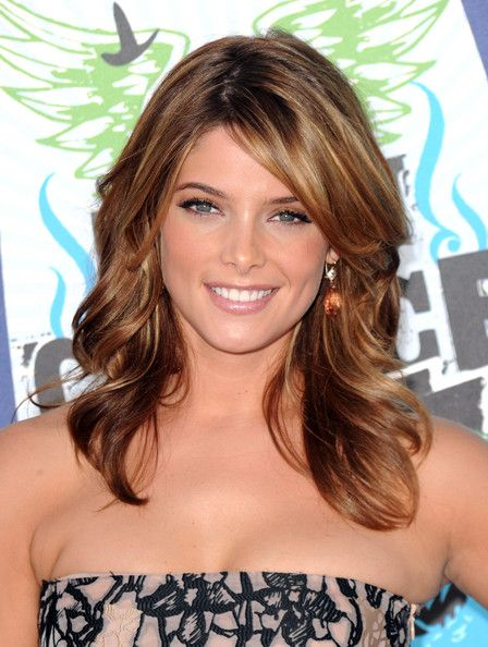 I love everything about it - the cut p, the color...i just wish i had thicker hair and could pull it off. Ashley Greene Medium Layered Cut - Medium Layered Cut Lookbook - StyleBistro