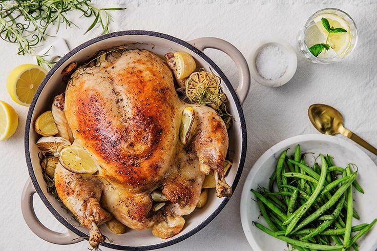 Oppskrift på helstekt kylling med sitron og hvitløk.