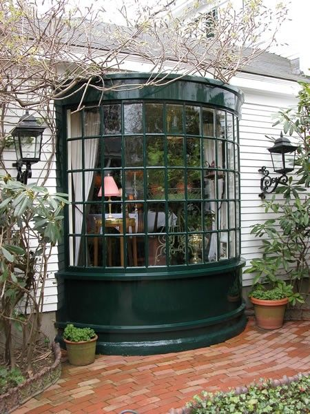 Would love to have a little bay windowesque solarium off my house!