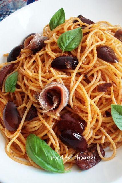 Food for thought: Πικάντικη μακαρονάδα με αντζούγιες και ελιές