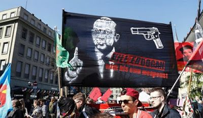 """Έρευνα στην Ελβετία για το πανό που έγραφε: """"Σκοτώστε τον Ερντογάν"""""""