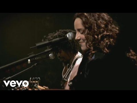 """Musica """"É isso aí"""" cantada por Ana Carolina e Seu Jorge com diversas imagens"""