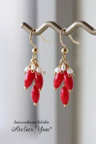 真っ赤に染められた珊瑚が印象的なピアス。インディアンジュエリーのような、パワーを感じるデザインです。強い印象ですが、添えられた小さなライス型の淡水パールが、優...|ハンドメイド、手作り、手仕事品の通販・販売・購入ならCreema。