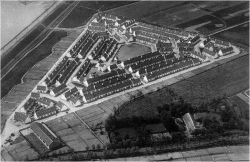 Het 'oude' Witte Dorp in Rotterdam-West van architect J.J.P. Oud werd gebouwd vanaf 1922 en uiteindelijk in 1985 weer gesloopt. (Uit Scheurmail)
