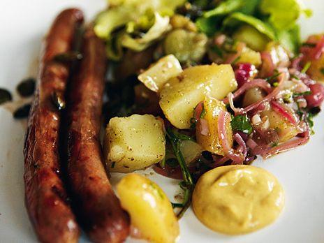 Korv med tysk potatissallad   Recept från Köket.se