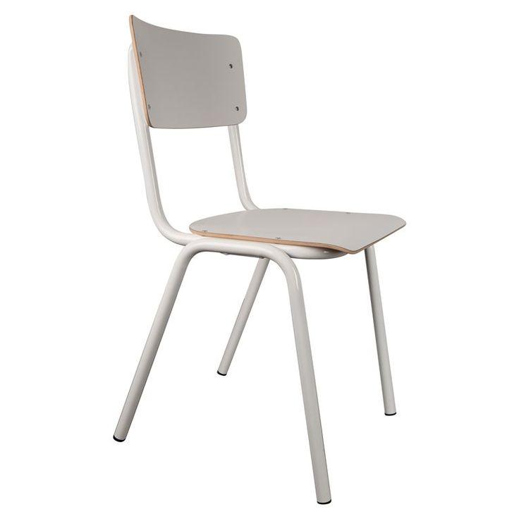 Terug naar de schoolbanken met de Zuiver Back to School stoelen! Deze retro eetkamerstoelen zijn geïnspireerd op de welbekenden schoolstoelen. Deze retro stoelen staan ontzettend trendy voor om de eettafel en zijn gemakkelijk stapelbaar.
