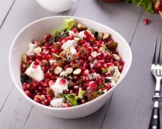 Recette de Salade folle de riz sauvage à la grenade, amandes et feta : http://www.fourchette-et-bikini.fr/recettes/recettes-minceur/salade-folle-de-riz-sauvage-la-grenade-amandes-et-feta.html