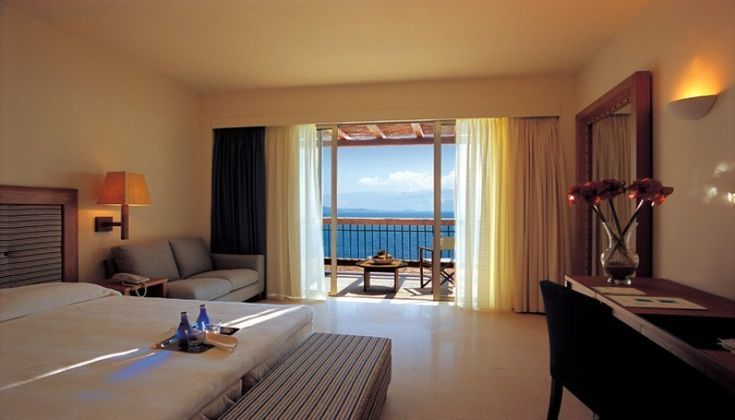 Χριστούγεννα στο 5 αστέρων Ionian Blue Hotel Bungalows & Spa Resort, στη Λευκάδα! Απολαύστε 4 ημέρες / 3 διανυκτερεύσεις ΚΑΙ για τα 2 Άτομα ΚΑΙ ένα Παιδί έως 12 ετών, με Ημιδιατροφή (Πρωινό και Bραδινό σε Μπουφέ) σε Superior δίκλινο δωμάτιο με Θέα Θάλ