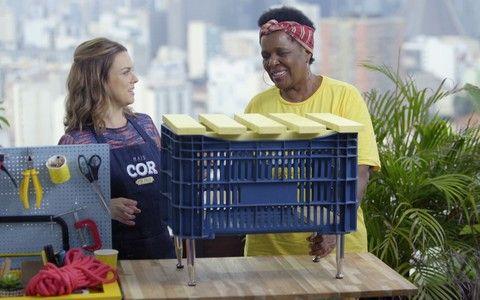 Veja como transformar engradados ou caixas de plástico em bancos lindos para a sua varanda!