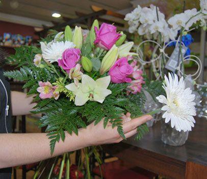 60 best images about arreglos florales paso a paso on - Como hacer ramos de flores ...