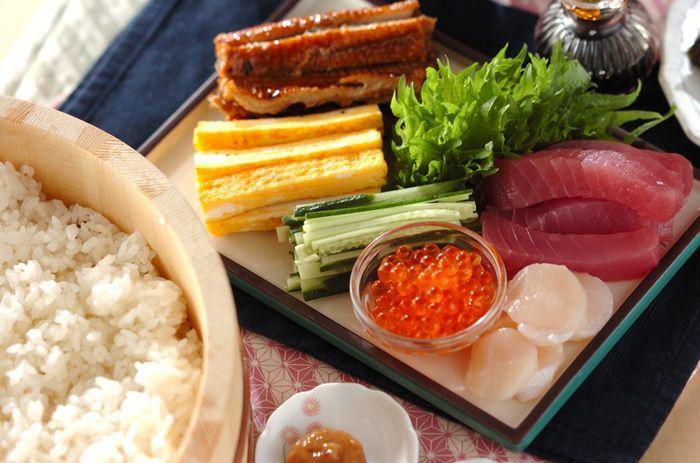鍋や手巻き寿司、セルフサンドイッチなど、ゲスト参加型のメニューを用意するのもアリ。これなら料理を準備する手間が随分省略できます。