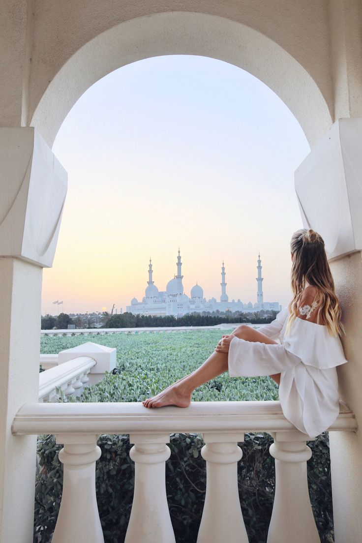 sunset behind the Sheikh Zayed Grand Mosque at the Ritz-Carlton I Abu Dhabi http://www.ohhcouture.com/2017/04/abu-dhabi-2017/ #leoniehanne #ohhcouture
