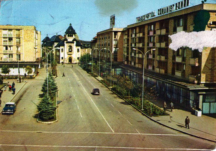 https://flic.kr/p/zmfBVp | Romania - Ploiesti [001] - 1968 - front | RetROmania #97  Damaged 1968 card from Romania, Ploiesti, featuring GAZ-M21 Volga / ГАЗ-21 Во́лга Mk2 & FIAT 850