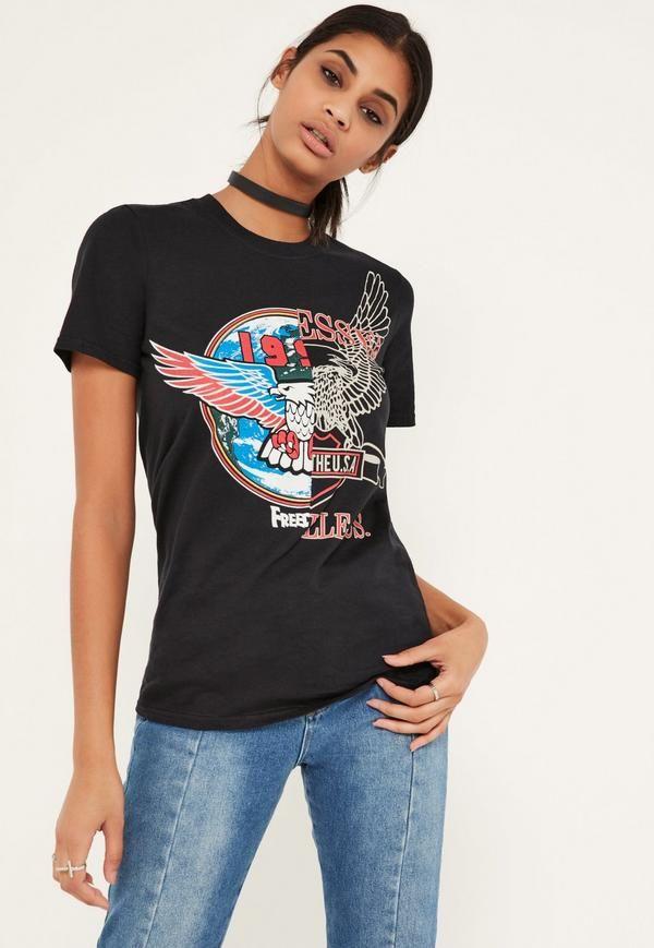 Vaut mieux être belle et rebelle que moche et remoche, alors mettez-vous en mode rocker avec ce T-shirt imprimé noir.