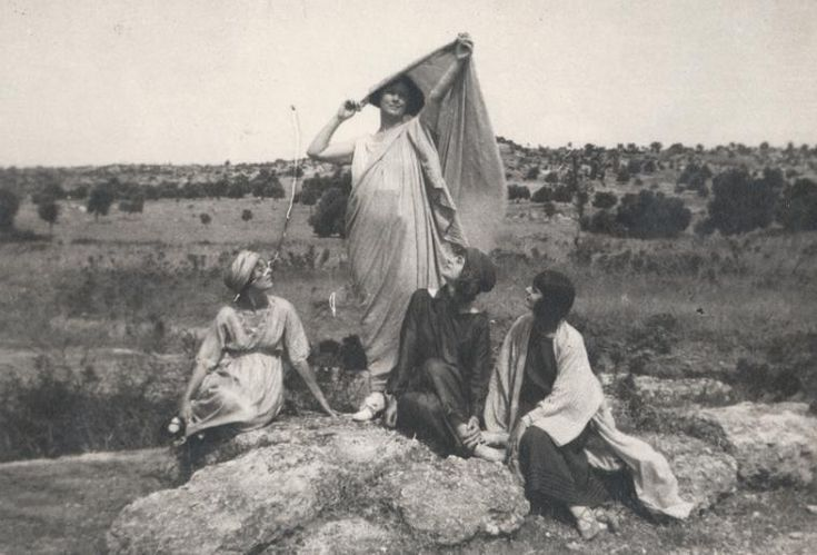 Isadora Duncan and her pupils: Irma, Lisa and Margot in Thebes, Greece, 1920 From New York Public Library Digital Collections.