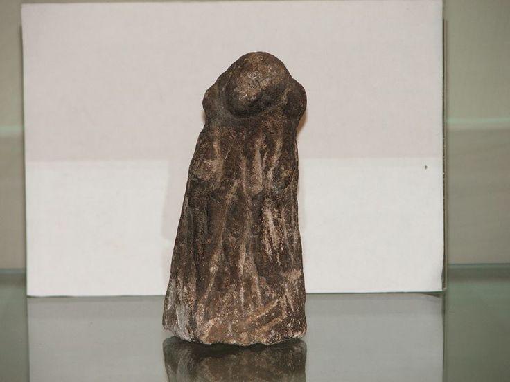 Statuetta di adorante in pietra