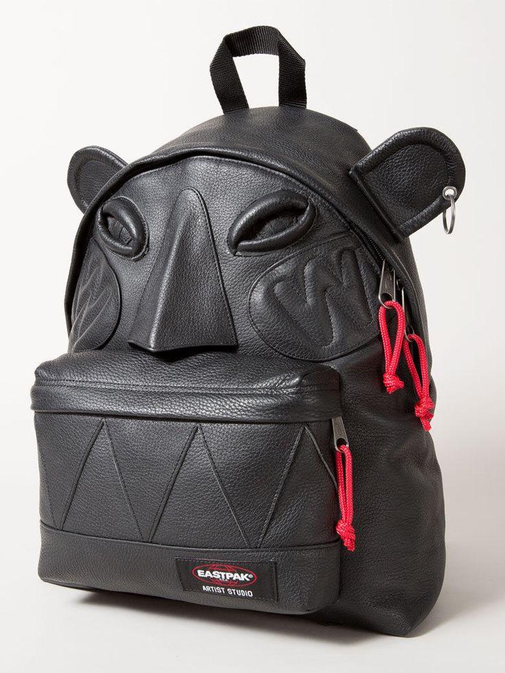 Le sac totem Walter Van Beirendonck - Un sac Eastpak, 16 designers et autant d'oeuvres d'art