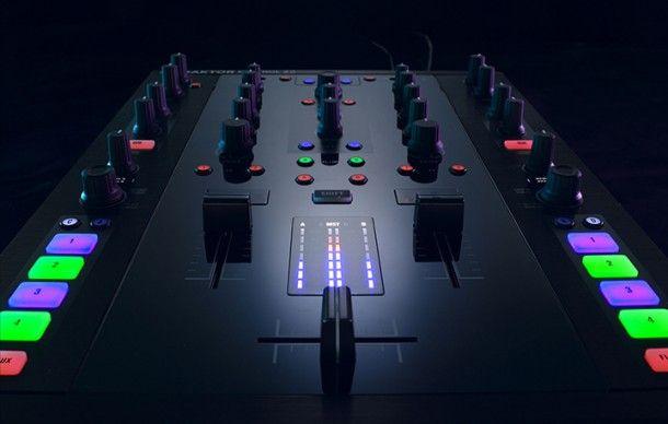 Traktor Kontrol Z2 - One Of The Best DJ Mixers For Scratching. #scratchmixer