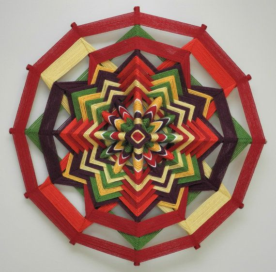 Holiday Spirit 18 inch 12-sided yarn mandala in por JaysMandalas